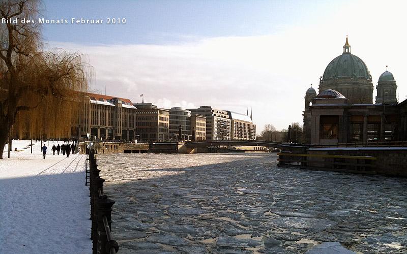 Blick vom James-Simon-Park zum Berliner Dom