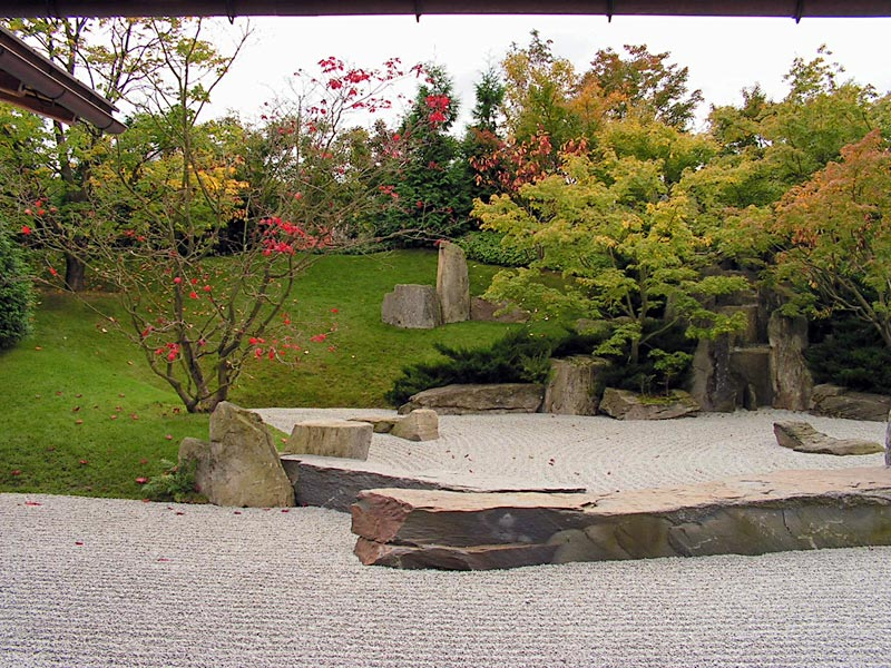 japanische garten blick aus dem pavillon auf den trockengarten dusseldorf